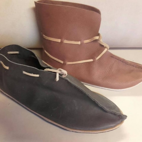 Low-rise leather Viking shoes